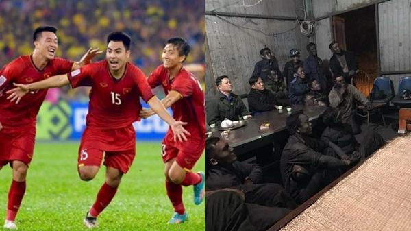Hình ảnh những công nhân mỏ than người lấm đen ngồi theo dõi chung kết AFF Cup khiến NHM nghẹn ngào