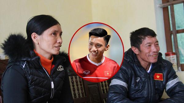"""Bố mẹ Đoàn Văn Hậu kể chuyện vui khi bắt xe ôm ra về sau trận chung kết: """"Tài xế không lấy 50 nghìn, còn năn nỉ chụp ảnh cùng"""""""