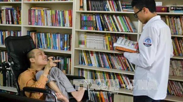 Không gian đọc đặc biệt của chàng trai khuyết tật Thái Bình