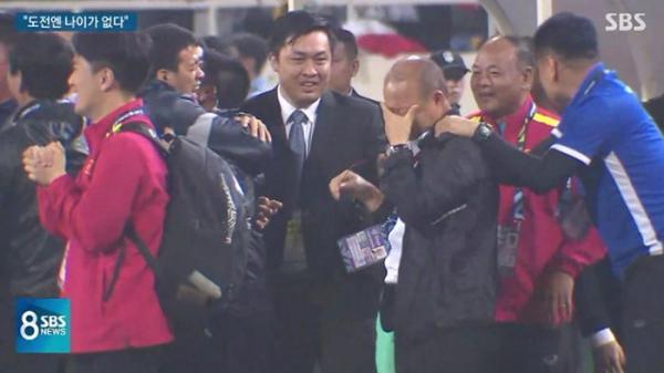 Truyền hình Hàn Quốc: Thầy Park nói thật về những giọt nước mắt ngày Việt Nam vô địch