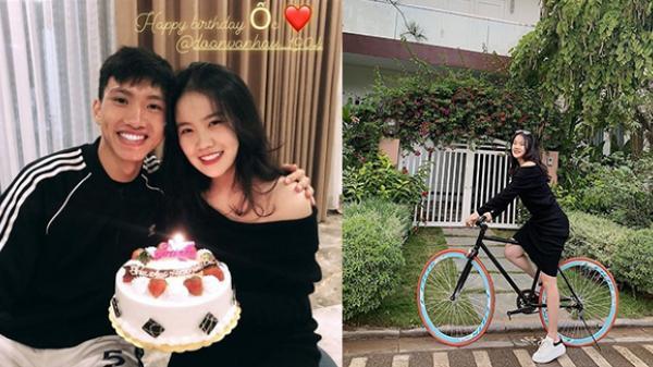 Sau khi vô địch AFF Cup 2018, cầu thủ Đoàn Văn Hậu quê Thái Bình mừng sinh nhật bạn gái