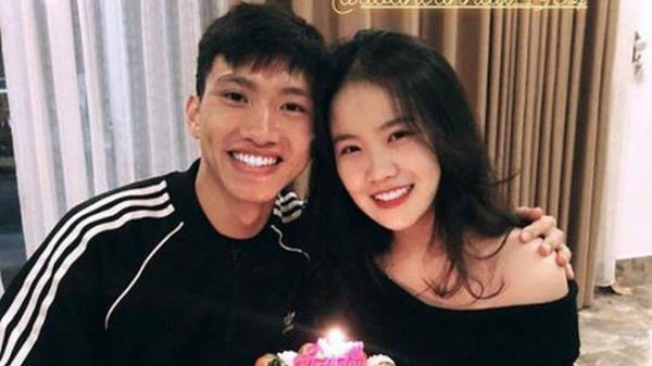 Bạn gái Văn Hậu quê Thái Bình đăng ảnh ôm bánh kem mừng sinh nhật 18 tuổi, nhưng fan đoán món quà to nhất là...
