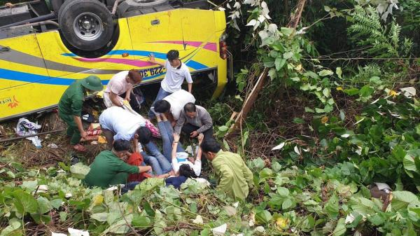 Xe khách lao xuống đèo Hải Vân, 21 sinh viên bị nạn, 1 người t.ử vo.ng