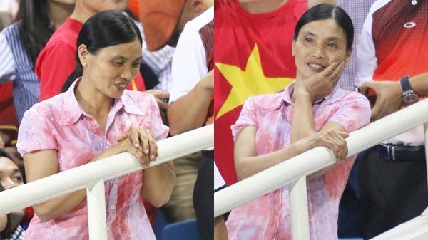 """Lý giải bất ngờ của mẹ Văn Hậu quê Thái Bình về bức ảnh nhìn như """"thôi miên"""" cậu con trai tại AFF Cup 2018"""