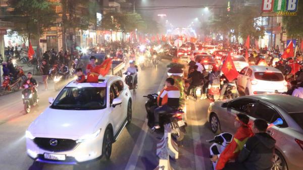 Người hâm mộ Thái Bình xuống đường mừng đội tuyển Việt Nam vào tứ kết Asian Cup 2019