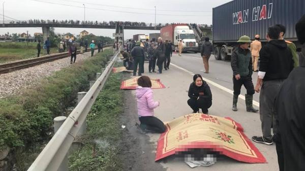 Đoàn đi viếng ở nghĩa trang liệt sĩ bị xe tải đâm, 8 người tử vong