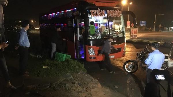 """Kịp thời ngăn chặn """"ma men"""" lái xe khách quê Thái Bình, chở quá số người quy định"""