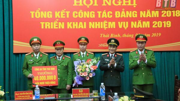 Thái Bình: Các đồng chí lãnh đạo tỉnh chúc mừng lực lượng công an phá nhanh vụ cướp ngân hàng