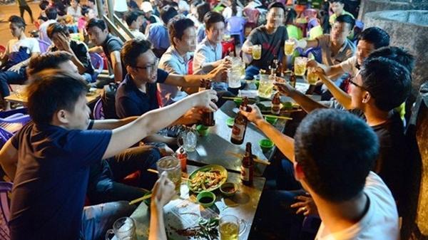 Tết ép người dưới 18 tuổi uống rượu, có thể bị xử phạt?