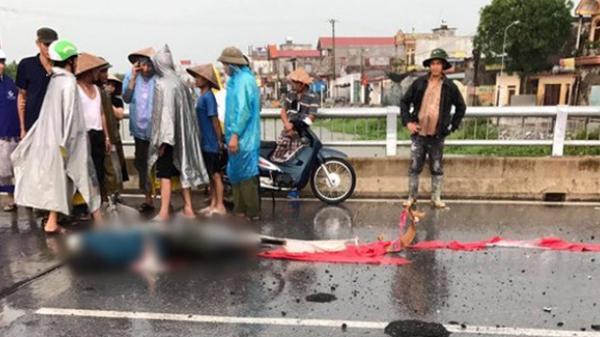 Đang đi xe đạp trên đường, người phụ nữ bị sét đánh tử vong