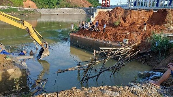 Sập cầu đang thi công tại Tuyên Quang, 1 trong 3 người mất tích quê Thái Bình.
