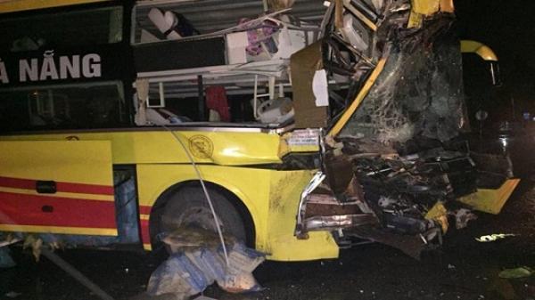 Xe giường BKS Thái Bình nằm h.úc đ.ổ tường nhà dân lúc rạng sáng, phụ xe t ử v ong tại chỗ