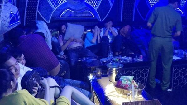 Đột k.ích t.óm gọn nhóm nam thanh nữ tú quê Thái Bình cùng đồng bọn c.uồng s.ay trong đại tiệc m.a t.ú.y ở quán karaoke