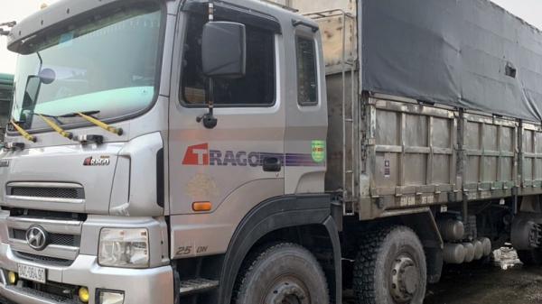 Bắt giữ ô tô do tài xế Thái Bình điều khiển vận chuyển 8 tấn than trái phép