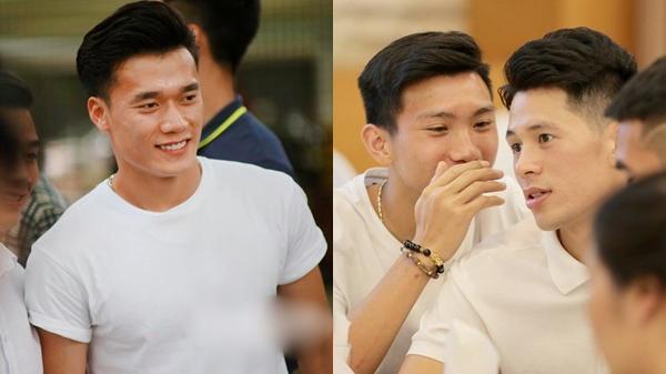Dàn cầu thủ tuyển Việt Nam xuất hiện như nam thần mừng đám cưới Hùng Dũng, nhưng nhìn đến Đức Huy bỗng thấy 'sai sai'