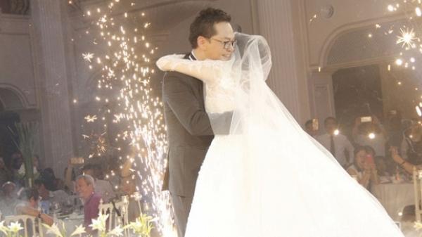 NSND Trung Hiếu quê Thái Bình ôm hôn cô dâu, rơm rớm nước mắt trong đám cưới tổ chức linh đình tại Thủ đô