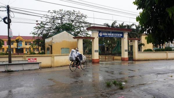 Thái Bình: Học sinh đội mưa đi học trong ngày toàn quốc nghỉ lễ