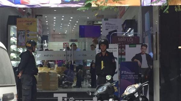 Bộ Công an khám xét cửa hàng điện thoại Nhật Cường mobile tại Hà Nội