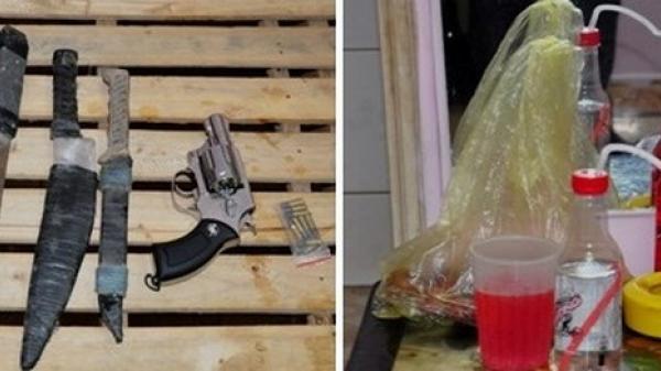 Đột kích bắt quả tang thanh niên Thái Bình phê m.a t.úy, thu cả 'm.ớ' đồ nghề he.ro.in, s.úng trong nhà nghỉ
