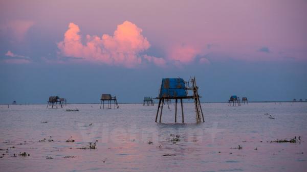 Ngắm biển Đồng Châu đẹp mê hoặc trong mùa mưa