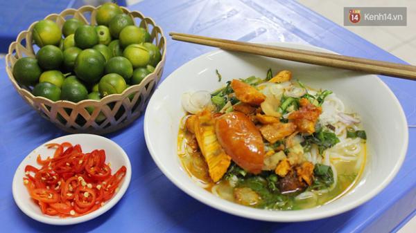 """THẬT BẤT NGỜ, ngay giữa lòng Hà Nội có một quán bún cá """"chuẩn đét"""" vị Thái Bình thật ngon ngọt..."""