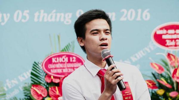 """Thái Bình: Thầy giáo hát nhạc chế """"Duyên Phận"""" dạy cách phân biệt axit, giúp học sinh đỡ sợ môn Hóa"""