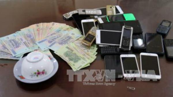 Kiến Xương (Thái Bình): Khởi tố 11 đối tượng đánh bạc tại nhà Công an xã