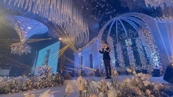 """Xôn xao """"siêu đám cưới"""" cực khủng: Dựng """"lâu đài"""" trên 1600m2, gần 200 người kì công chuẩn bị và loạt """"sao bự"""" tham dự"""