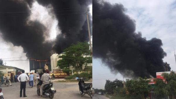 Đang cháy lớn tại công ty thiết bị điện Tiền Hải (Thái Bình)