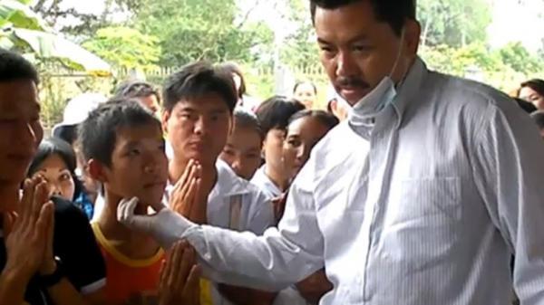 """Con trai chữa bệnh câm bị """"thần y"""" Võ Hoàng Yên giật lưỡi về sưng họng cả tuần, gia đình hoảng sợ không dám cho con dâu đi điều trị"""