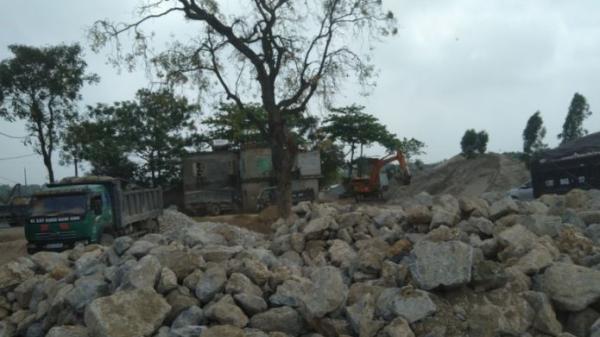 Thái Bình: Chính quyền bất lực trước bãi vật liệu xây dựng không phép?