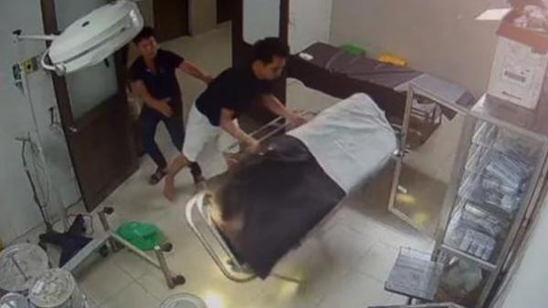 Bệnh nhân quê Thái Bình và người nhà h.à.n.h h.u.n.g bác sĩ: C.h.ử.i rồi đ.á.n.h