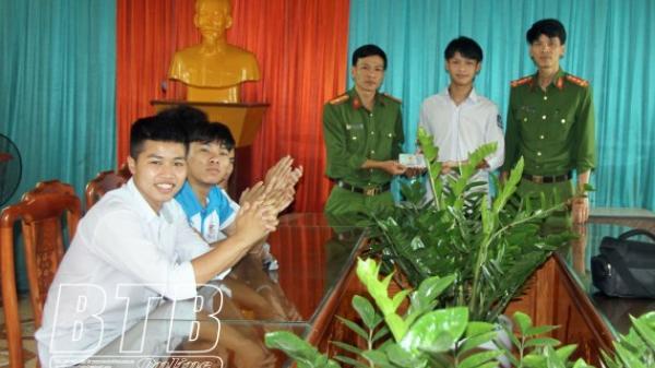 Thái Bình: Chân dung 8 nam sinh không tham 50 triệu đồng nhặt được mang giao nộp Công an