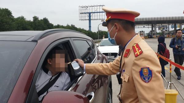 Quảng Nam: P.h.ê m.a t.ú.y và vi phạm n.ồng đ.ộ c.ồ.n, tài xế bị phạt 52 triệu