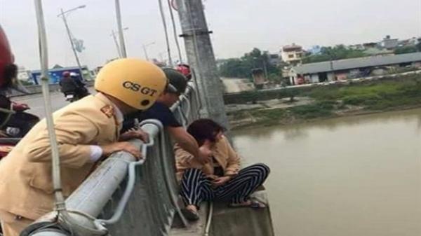 Thái Bình: Giải cứu thành công một phụ nữ có ý định nhảy cầu tự tử