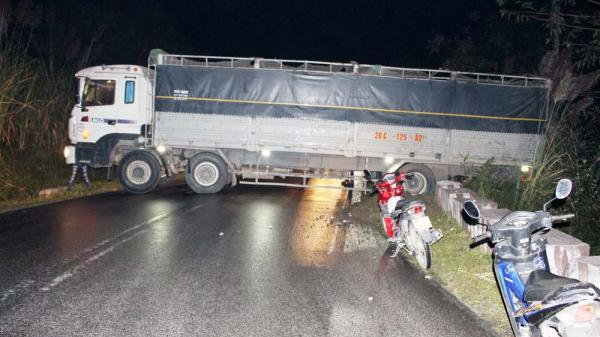 Xe tải mang BKS Thái Nguyên gặp tai nạn trên đường đi chở hàng