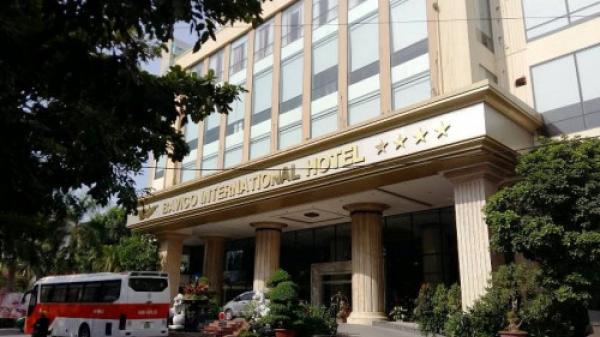 Thâm nhập khách sạn 4 sao chứa hàng chục cô gái bán dâm cho khách