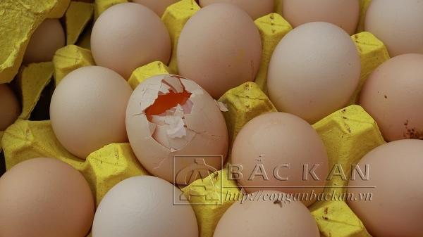 Người đàn ông quê Thái Nguyên bị bắt khi đang vận chuyển gần 350.000 quả trứng không có nguồn gốc xuất xứ