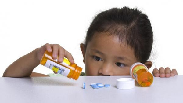 Cảnh báo tình trạng trẻ uống nhầm hóa chất