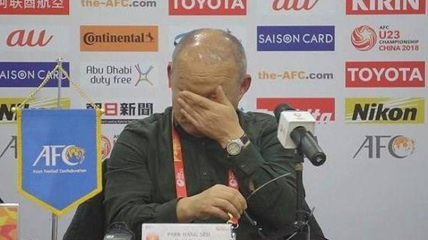 """Những giọt nước mắt cùng lời chia sẻ sau chiến thắng của U23 Việt Nam """"tố cáo"""" con người thật của HLV Park Hang Seo"""