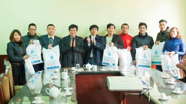 Thái Nguyên: Tặng hàng trăm suất quà Tết cho người lao động Luyện cán thép Gia Sàng