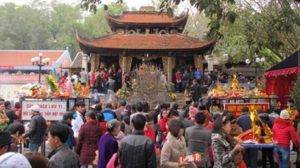 """Ngay gần Thái Nguyên, có một nơi """"cho vay vốn"""", xin lộc linh thiêng khiến du khách gần xa nườm nượp đến xin ngay đầu năm mới"""