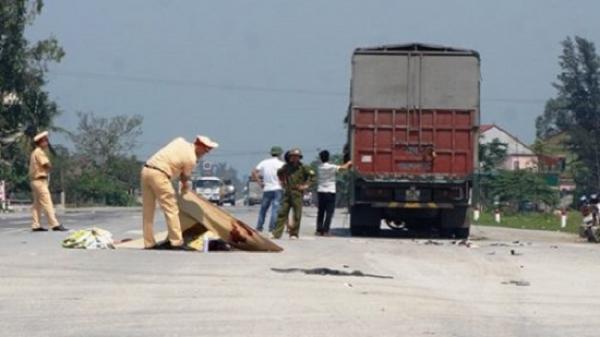 Ô tô tải do lái xe quê Thái Nguyên điều khiển đâm vào xe máy khiến 2 anh em ruột chết thảm