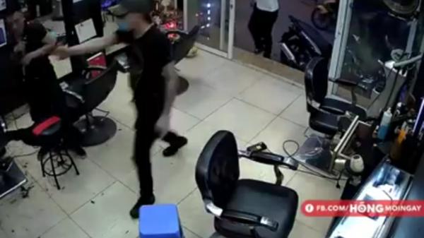 Kinh hoàng: Nổ súng trong tiệm cắt tóc, một người nhập viện