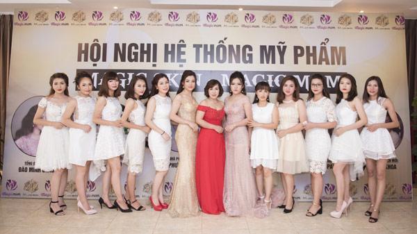 Chỉ một buổi chiều, hơn 200 mỹ nhân váy trắng khiến cả Thái Nguyên xôn xao