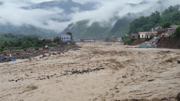 Ít nhất 22 người chết, mất tích và nhiều thiệt hại nghiêm trọng do mưa lũ
