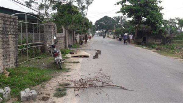 Đang đi làm, người dân tá hỏa phát hiện 1 t.hi t.hể nằm bên đường