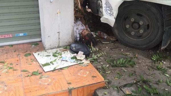 Kinh hoàng: Đứng chờ xe buýt người phụ nữ bất ngờ bị xe tải đ.âm t.ử vo.ng tại chỗ