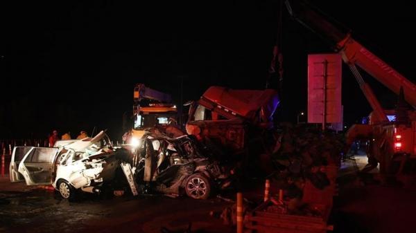 Kinh hoàng: Xe tải tông liên hoàn 31 ô tô tại trạm thu phí, 59 người thương vo.ng