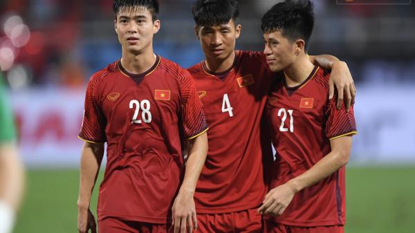 Quang Hải cùng toàn bộ hàng phòng ngự Việt Nam vắng mặt đầy khó hiểu trong đội hình tiêu biểu vòng bảng AFF Cup